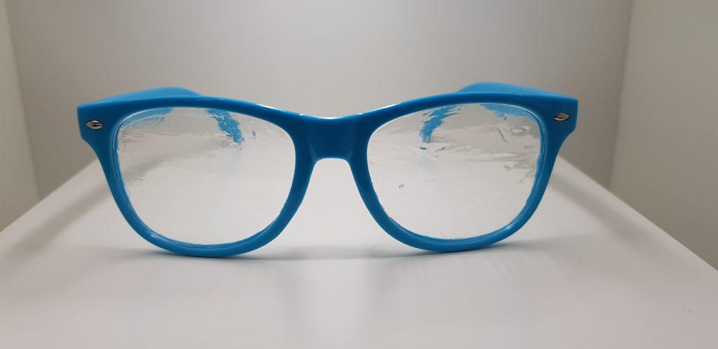 Gafa con visión borrosa por catarata o miopía magna